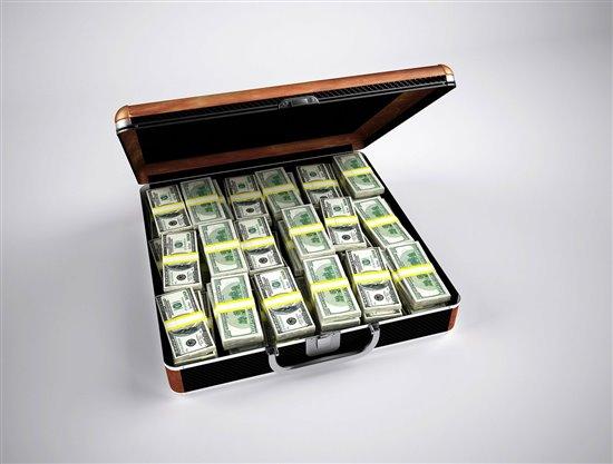 Penge i en kuffert