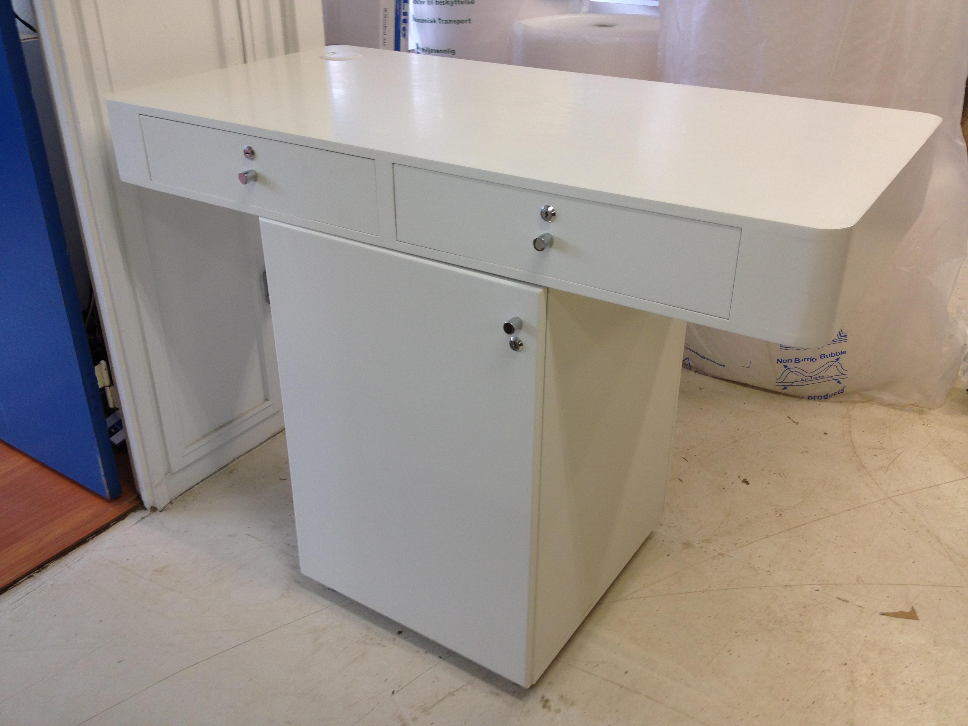 Brugt inventar sælges - gør et kup, vi skifter møblerne ud - Amino.dk
